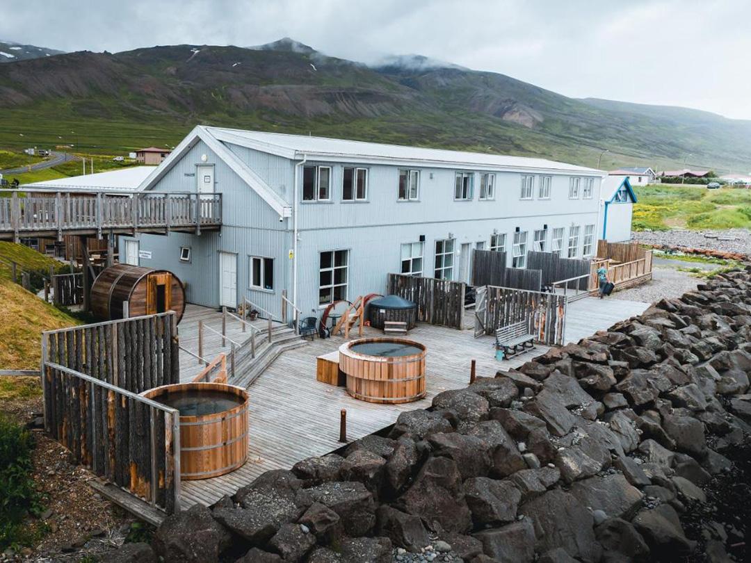 Blabjorg-guesthouse-borgarfjordur-eystri-ijsland
