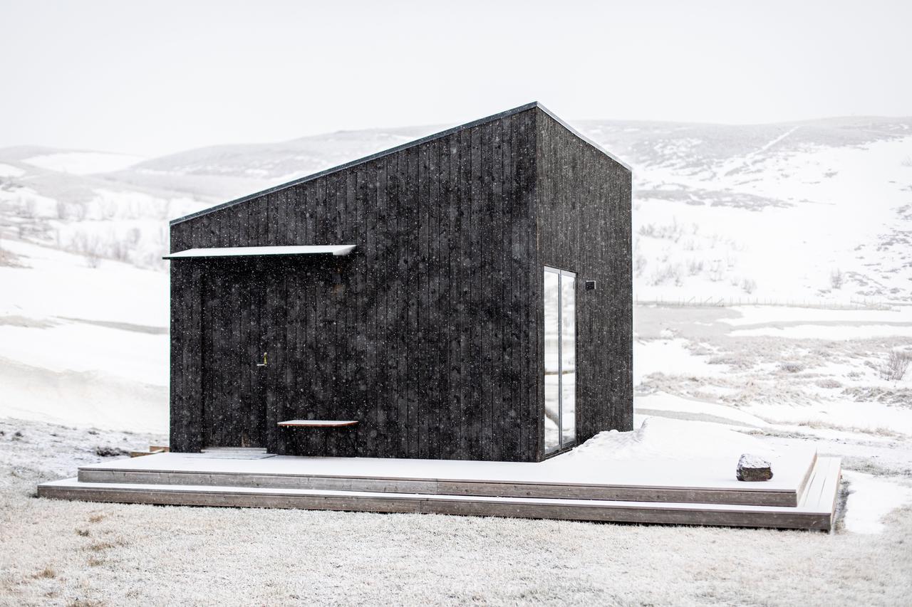 Roadtrip-ijsland-aska-cabin-myvatn