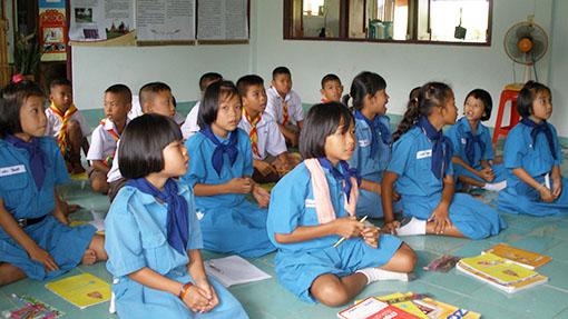 schooltje-bezoeken-thailand